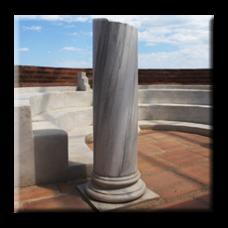 Антична декоративна колона